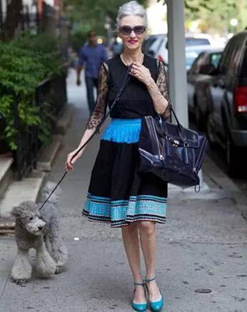 农村熟女老太太_而在法国街头,即使是一个80岁的老太太,还可以脚踩细高跟,涂上鲜艳的